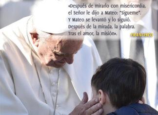 Francisco con niños misioneros