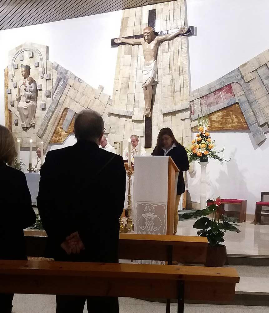 Los colaboradores de la parroquia participaron en las lecturas de la noche.
